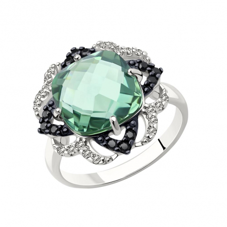 Прекрасное женское кольцо из белого золота с бриллиантами